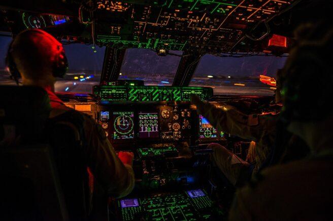 cockpit-1442715_960_720 (1)
